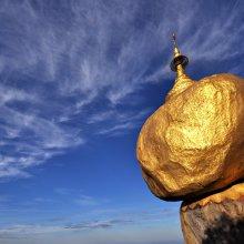 Birmania, la leggenda del Masso che non cade per… un pelo!