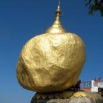 Birmania, la roccia d'oro che non cade per un pelo