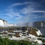 Il ponte sulle cascate Iguazu, tra Brasile e Argentina