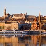 Budapest, il castello di Buda dal Danubio