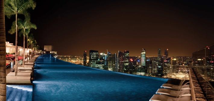 La Piscina Infinita ad alta quota. Ecco il Marina Bay Sands Hotel di Singapore