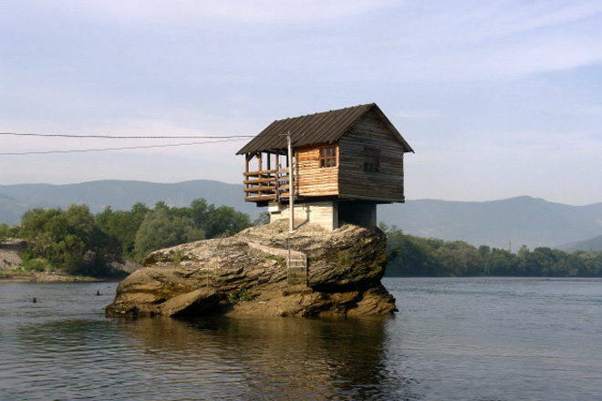 La casetta rossa sul fiume drina coolture hunter for Piccoli piani di casa sul fiume