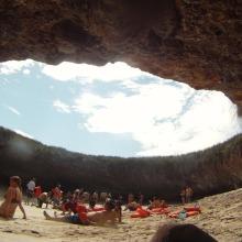 Hidden Beach: la Spiaggia nata dal cratere di un vulcano