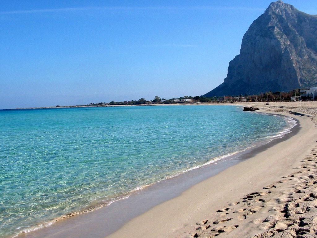 Vacanze low cost le 10 spiagge libere pi belle d italia for Conca verde piscine