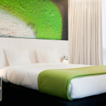 Hotel Pantone green Room